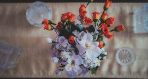 fototapeta kwiaty na stole
